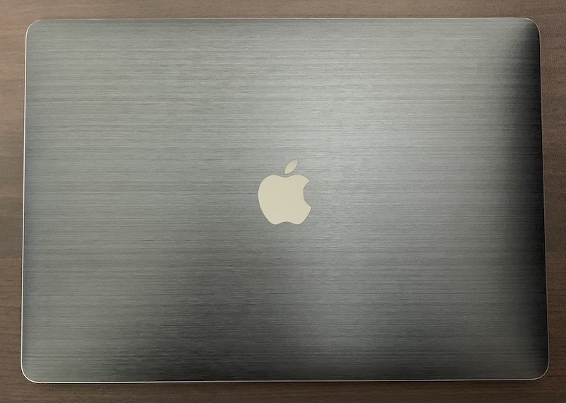wraplusスキンシールでMacBookをドレスアップ