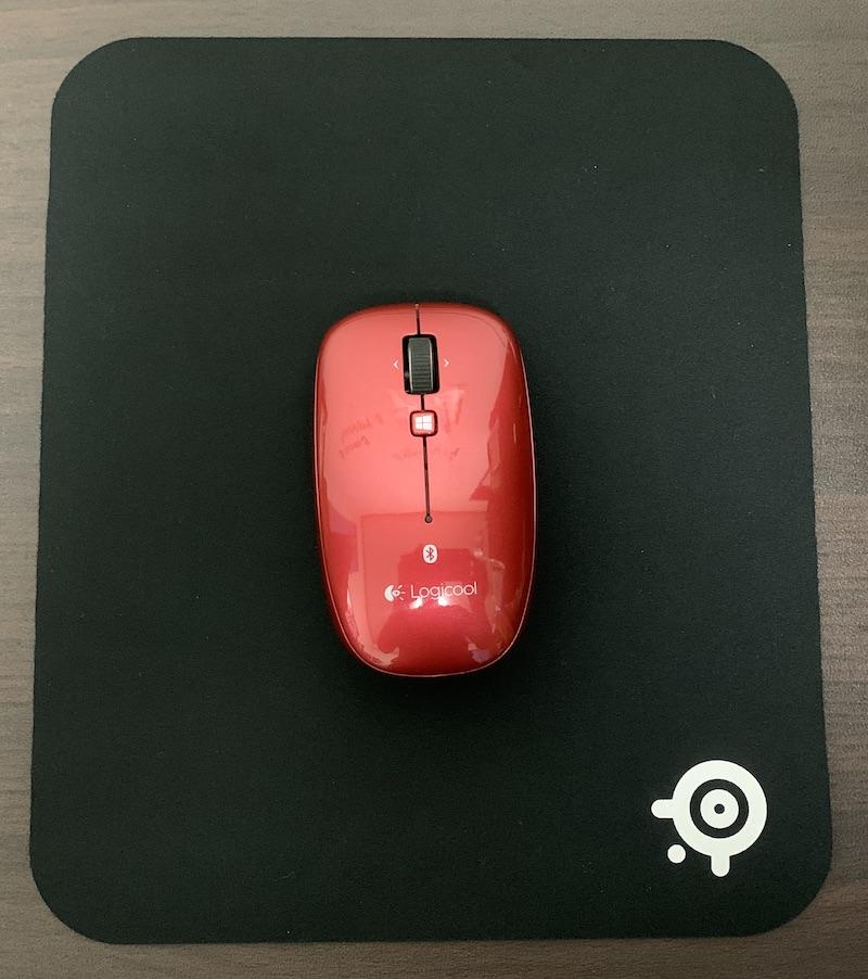 SteelSeries QcK miniとマウス(縦置き)