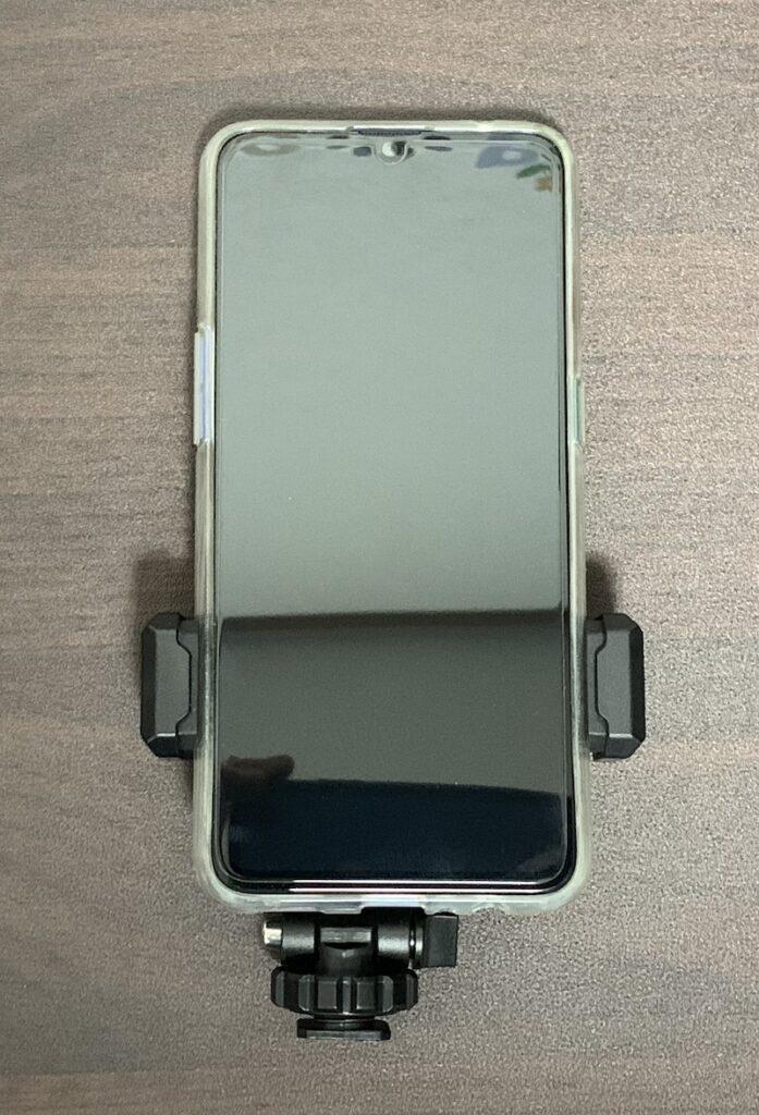 ULANZI スマートフォン三脚マウントST-06スマートフォン取り付け縦向け表側