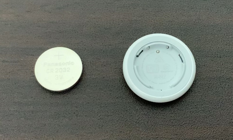 Apple AirTag 初期化のためにボタン電池を外す