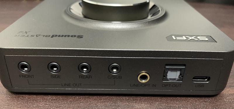 Sound Blaster X4の本体側面奥側
