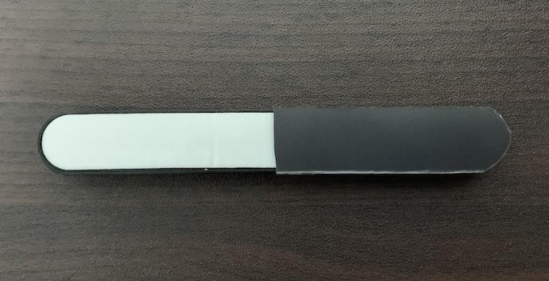ORICO ケーブルホルダー(CBS7-BK)にマグネットシート半分を貼り付け