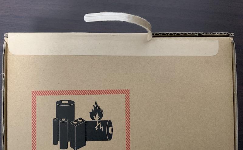 iPad mini6の配送用段ボール箱を開封