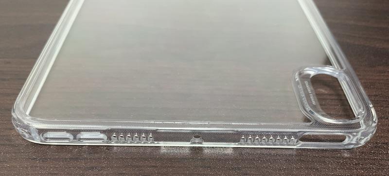 ESRのiPad mini6 用クリアケースの側面フレームの上側(電源ボタン、スピーカー、音量ボタン)