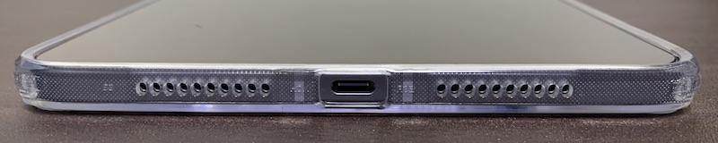 ESRのiPad mini6 用クリアケース装着後(側面フレームの下側)