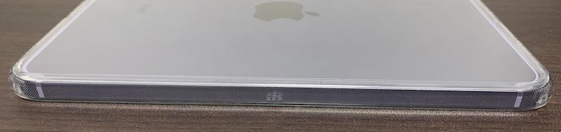 ESRのiPad mini6 用クリアケース装着後(側面フレームの左側)