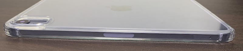 ESRのiPad mini6 用クリアケース装着後(側面フレームの右側)