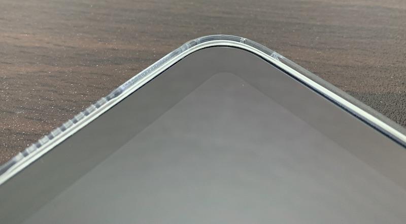 ESRのiPad mini6 用クリアケース装着後(前面の角)
