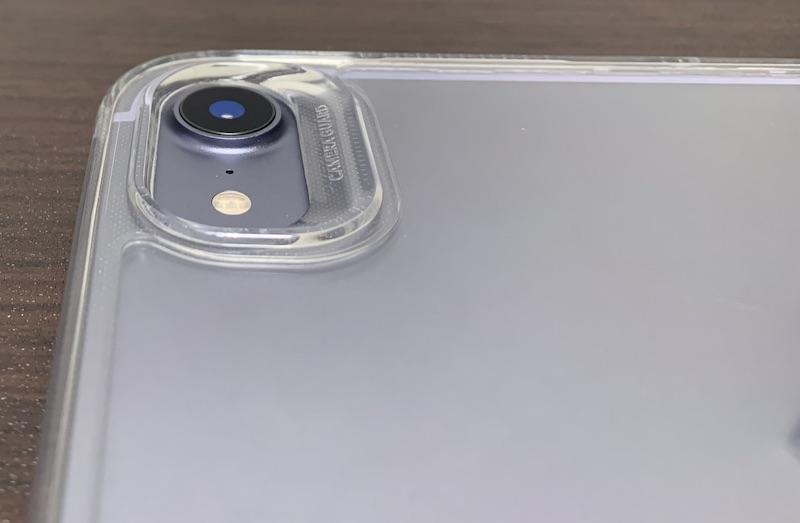 ESRのiPad mini6 用クリアケース装着後(背面のカメラ部分)