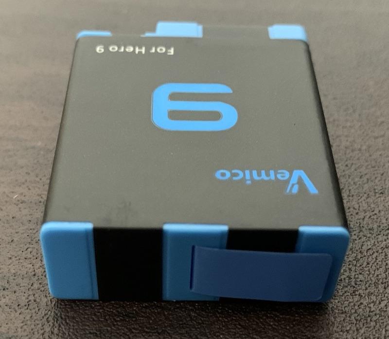 GoPro9、GoPro10で使えるVemicoのバッテリーと充電器(バッテリー上面)