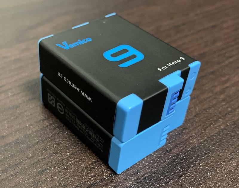 GoPro9、GoPro10で使えるVemicoのバッテリーと充電器(純正と重ねて比較)