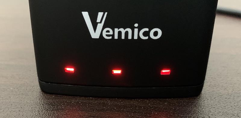 GoPro9、GoPro10で使えるVemicoのバッテリーと充電器(充電中のLED)